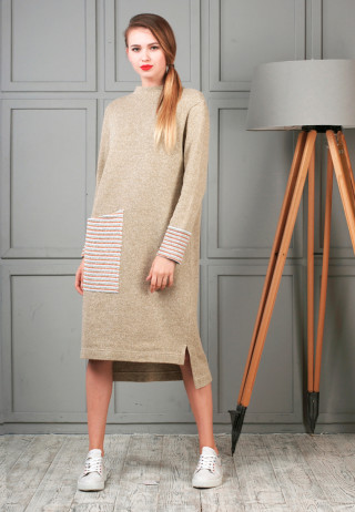 трикотажное платье с манжетами бежевое